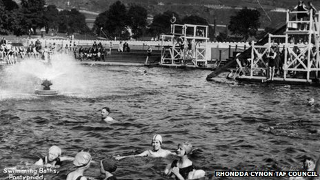 An old picture of Ynysangharad lido