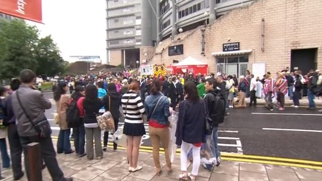 Queues outside St James&#039; Park