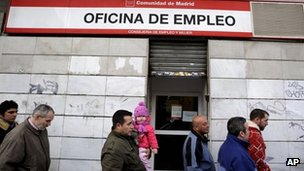 Ever more Spaniards are looking for work