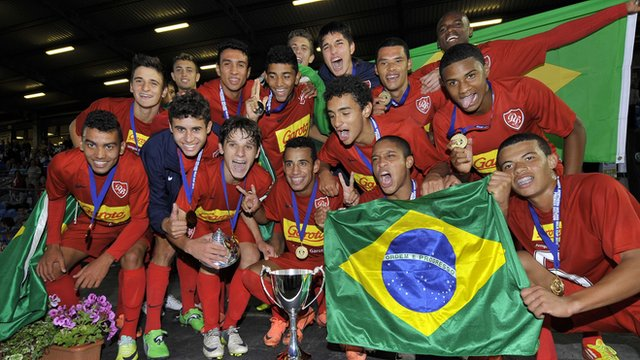 Desportivo Brasil celebrate with the Milk Cup premier trophy