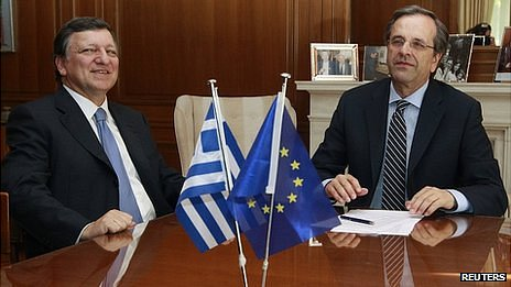Antonis Samaras (R) with European Commission President Jose Manuel Barroso