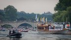 Gloriana carrying torch near Richmond Bridge. Photo: Alex Groundwater.