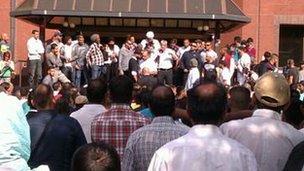 Tariq Jahan address crowds
