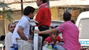 Image said to show families fleeing fighting in Aleppo, 26 July 2012