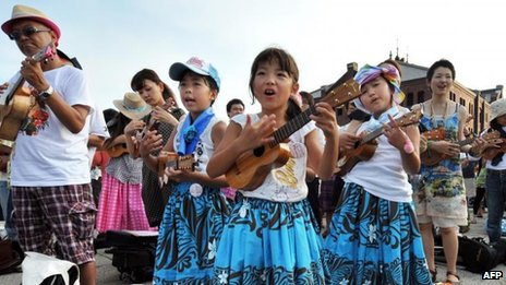 Ukulele players perform in Yokohama to set a new Guinness World Record