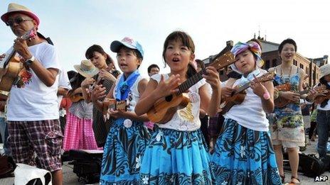 Ukulele players perform in Yokohama to set a new Guinness World Record