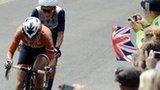Lizzie Armitstead riding behind Marianne Vos