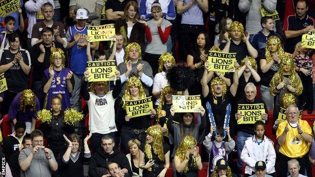 MK Lions fans