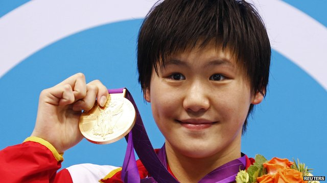 Ye Shiwen with her gold medal