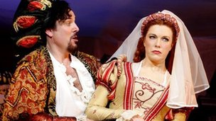 Alex Bourne and Hannah Waddington in Kiss Me, Kate at Chichester Festival Theatre