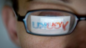 The Youku logo reflected in a pair of glasses