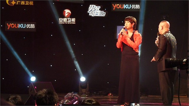 Mei Ke Li performs on TV