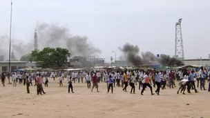 Crowds at protests against high transport prices in Nyala, the capital of eastern Sudanese state of of South Darfur, on 31 July 2012