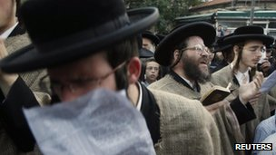 Ultra-Orthodox men protest against changes to the Tal law (26 June 2012)