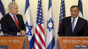 Israel&#039;s Prime Minister Benjamin Netanyahu listens to US Secretary of Defence Leon Panetta in Jerusalem 1 August 2012 