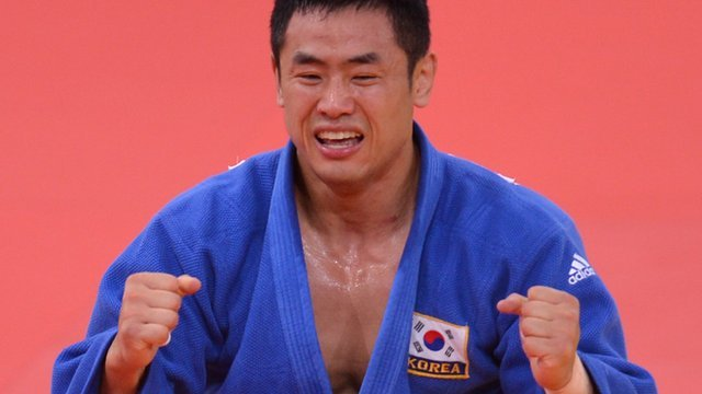 Dae-Nam Song celebrates victory in men's -90kg judo final