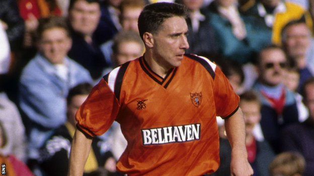 Jim McInally playing for Dundee United