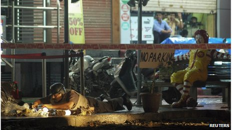 A policeman inspects the site of an explosion near a restaurant in Pune, about 190 km (118 miles) from Mumbai, August 1, 2012