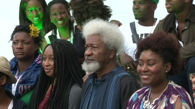 Wole Soyinka with young Nigerian artists