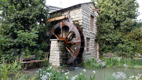 The water mill in the garden