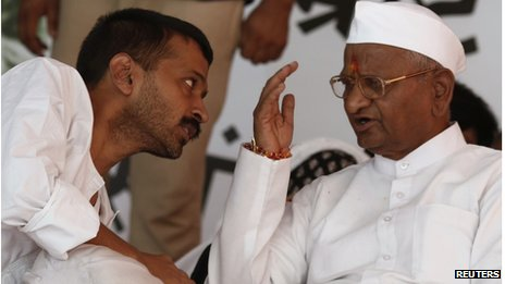 Veteran Indian social activist Anna Hazare (R) speaks to Arvind Kejriwal, a member of his team during their hunger strike in New Delhi August 2, 2012. A