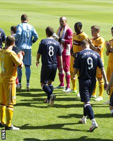 Motherwell form a guard of honour for Ross County