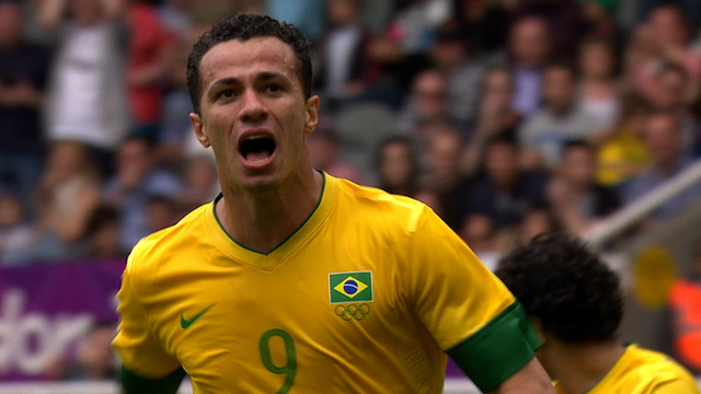 Leandro Damiao scores two for Brazil