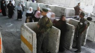 Qalandiya checkpoint at Ramallah, file pic