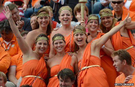 Supporters of the Netherlands in orange outfits