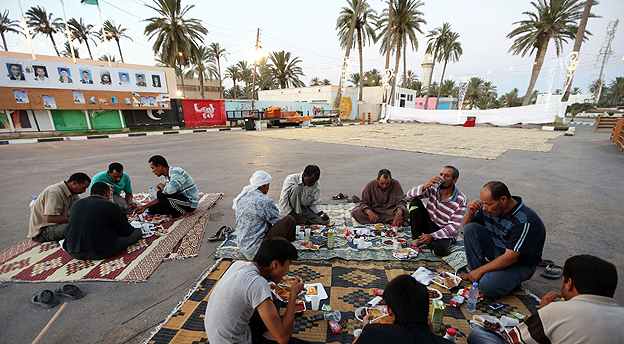 Libyans breaking their fast during Ramadan