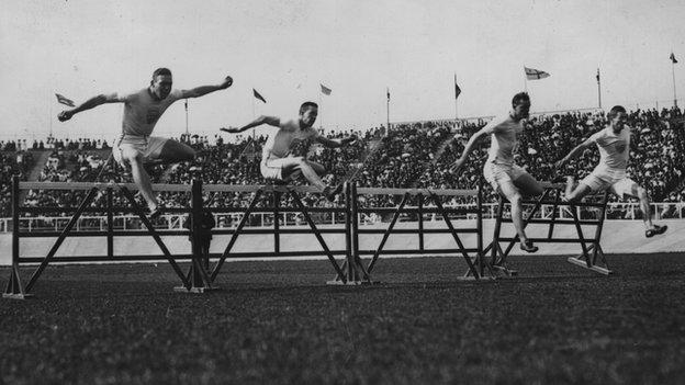 Forrest Smithson (2R) of the USA on his way to winning the 110-meter hurdles final at the 1908 London Olympics