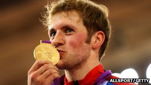 Jason Kenny kisses his Gold medal