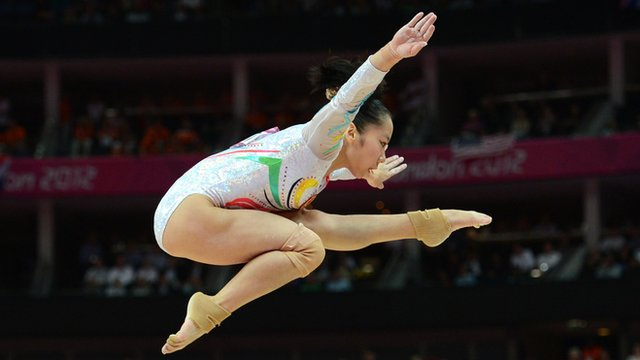 Deng Linlin wins beam gold