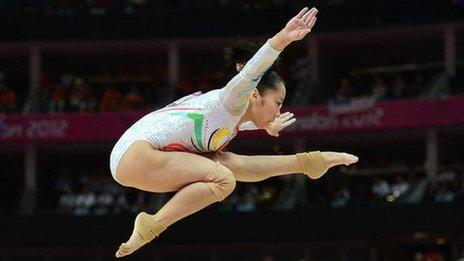 Deng Linlin wins beam gold