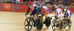 Victoria Pendleton leads the Women's Keirin Track Cycling in velodrome