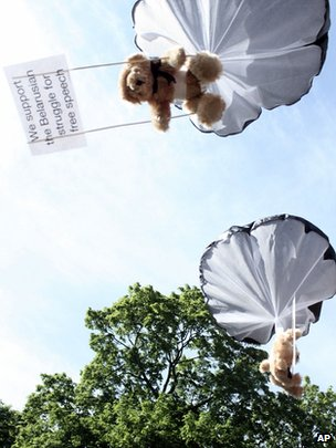 Parachuting teddy bears in training in Stockholm for mission over Belarus