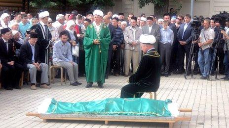 Funeral de líder muçulmano Valiulla Yakupov