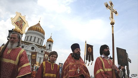 Orthodox priests conducting prayers outside Cathedral of Christ the Saviour, 22 Apr 12