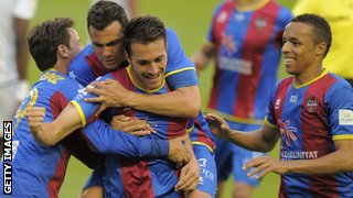 Xavi Torres (centre) celebrates scoring for Lavante last season