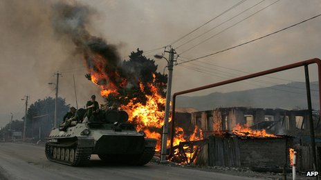 Russian armour and house burning in village near Tskhinvali, 18 Aug 08