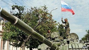 Russian soldiers place a Russian flag atop their tank in the South Ossetian town of Tskhinvali on August 11, 2008