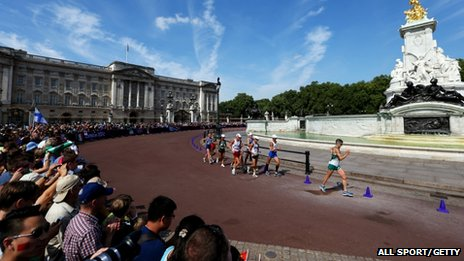 Men competing in the 50km walk, passing Buckingham Palace