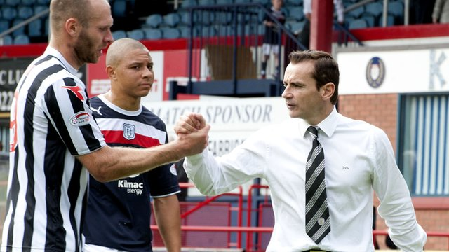 St Mirren manager Danny Lennon shakes hands with Sam Parkin