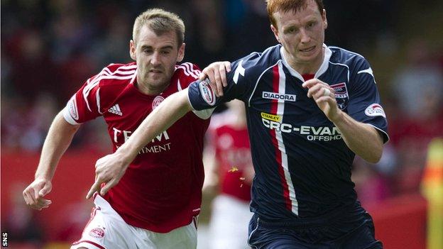 Niall McGinn challenges Ross County midfielder Scott Boyd