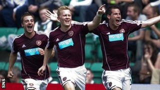 Hearts were leading 1-0 at Easter Road thanks to Andrew Driver&#039;s goal