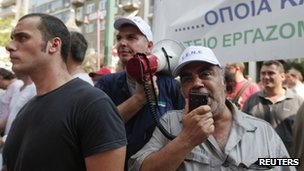 Shipyard workers take part in a protest rally outside Greece&#039;s Finance Ministry in Athens 