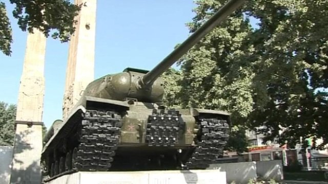 A Russian tank on a plinth in Dushanbe