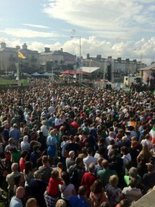 Crowds in Bray
