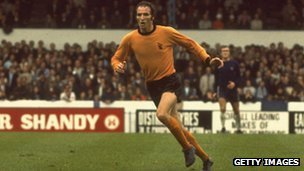 Derek Dougan playing football