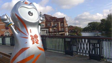 Olympic mascot Wenlock on Eton Bridge